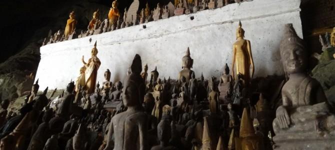 4000体の仏像のある洞窟とエメラルドグリーンの滝
