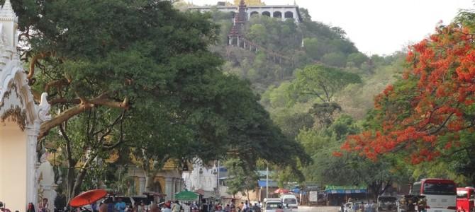 仏陀が予言した都市マンダレーの聖地マンダレーヒルへ