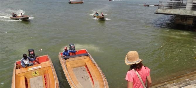 ブルネイの水上集落へ上陸