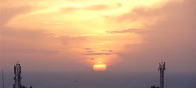 インド周遊記<その71>ーベンガル湾から昇る太陽とアラビア海に沈む夕日