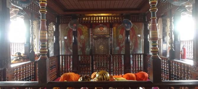 【世界遺産】の街キャンディと仏歯寺観光