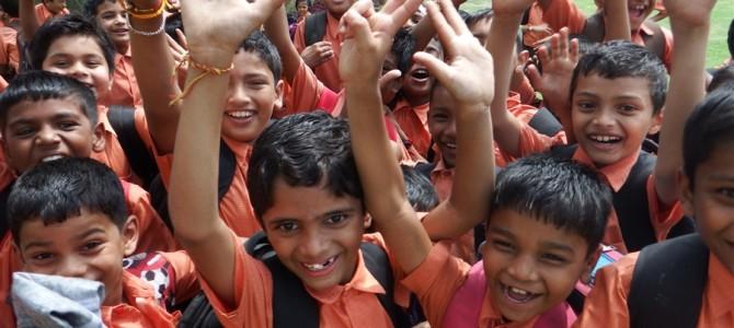 インド周遊記<その78>【写真特集】インド人に囲まれる僕ら