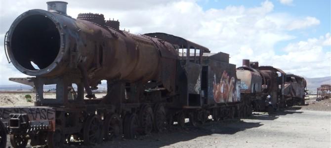 ウユニ(ボリビア)クオリティに泣いた日々と、列車が眠る場所