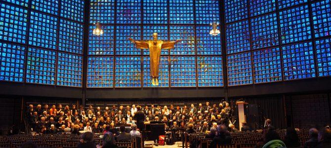 青色の美しいカイザー・ヴェルヘルム記念教会