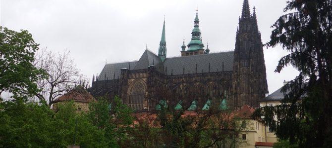 【世界遺産】最古で最大の城、プラハ城にちょっとだけ行って見る
