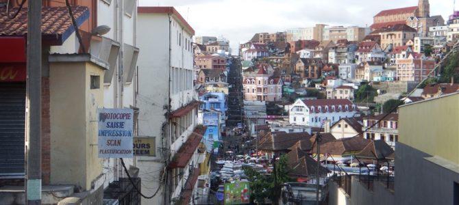首都アンタナナリボに戻ってきたので、タナ観光に行ってみよう